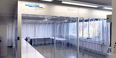 Cleanroom tent in medical technology for ophthalmology, packaging of microsurgical instruments