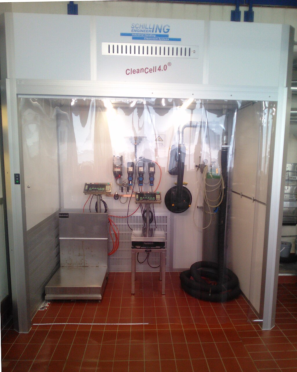 [Translate to English:] Cleanroom for powder filling