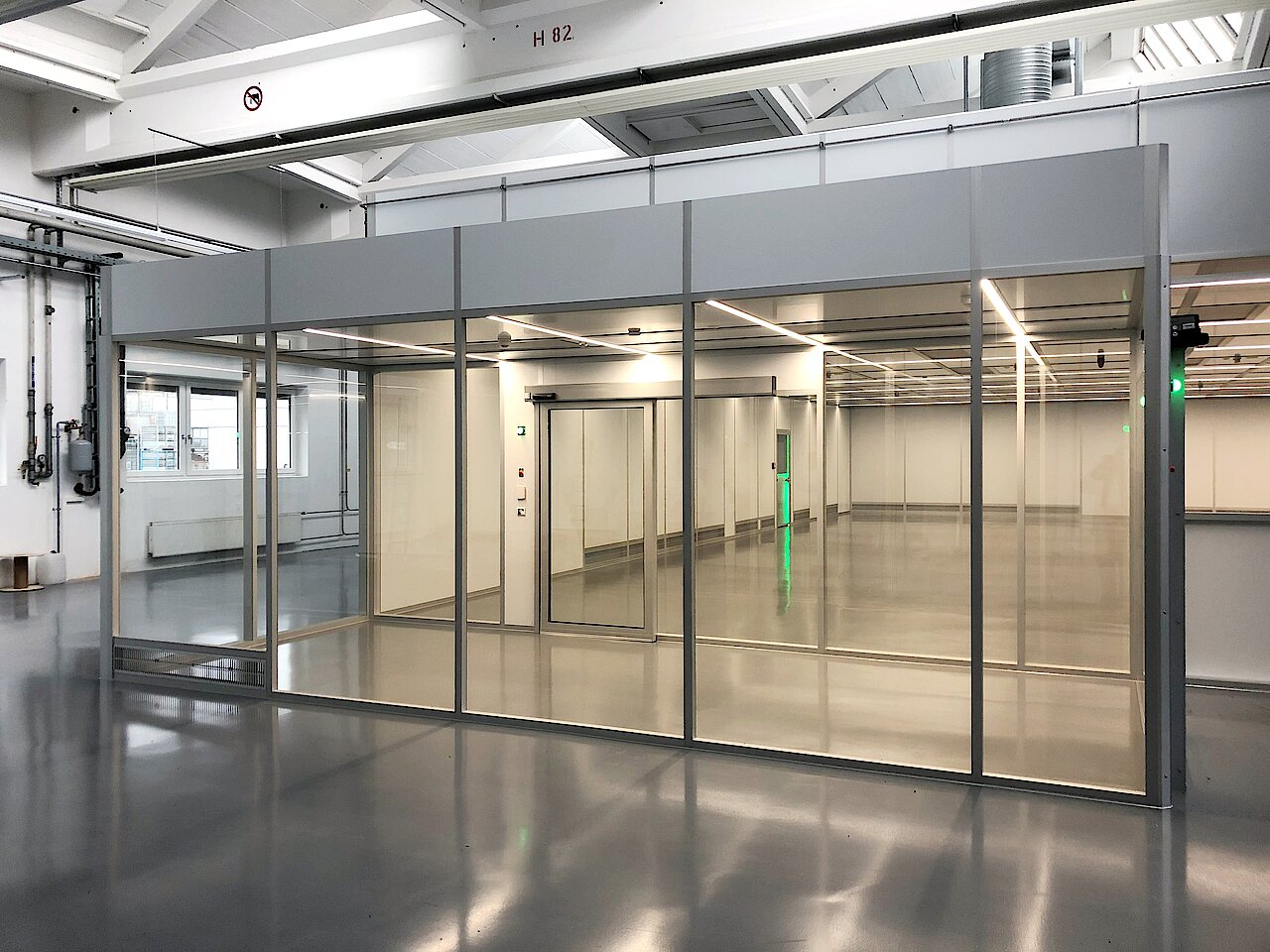 Cleanroom for surface manufacturing, ISO 7