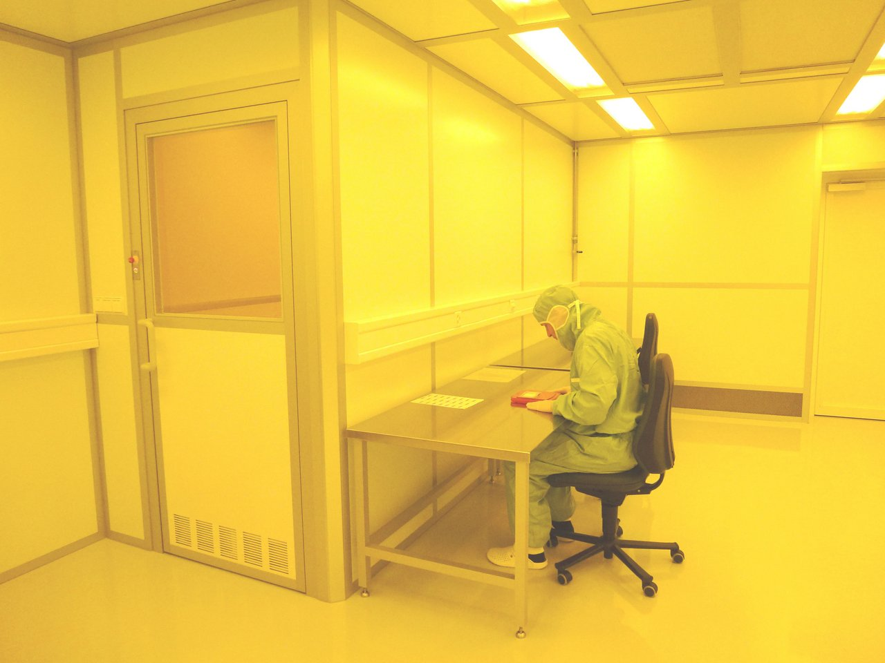 Cleanroom for the development of micro-optical components, ISO 6