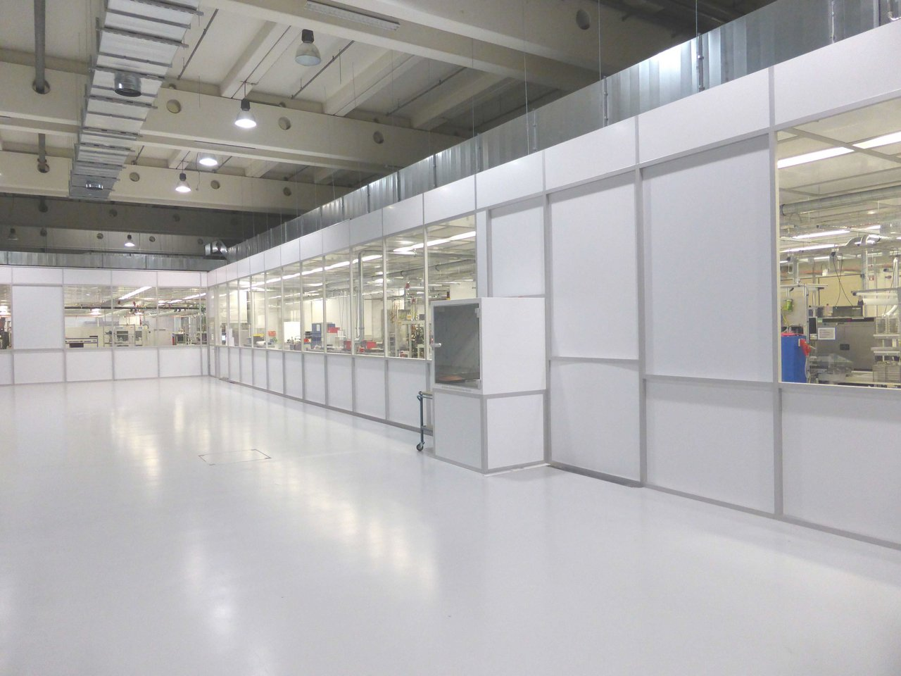 Cleanroom for electronic components, ISO 8