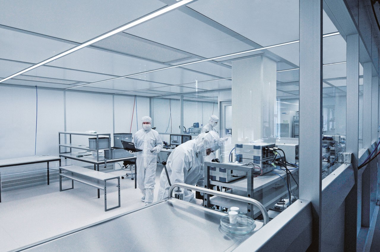 Cleanroom for the assembly of optical components, ISO 6