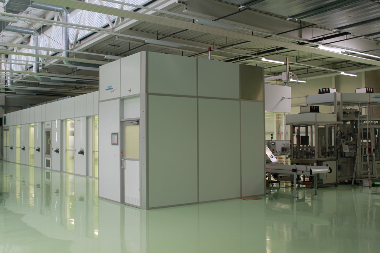 Cleanroom for pharmaceutical plastic packaging, ISO 7