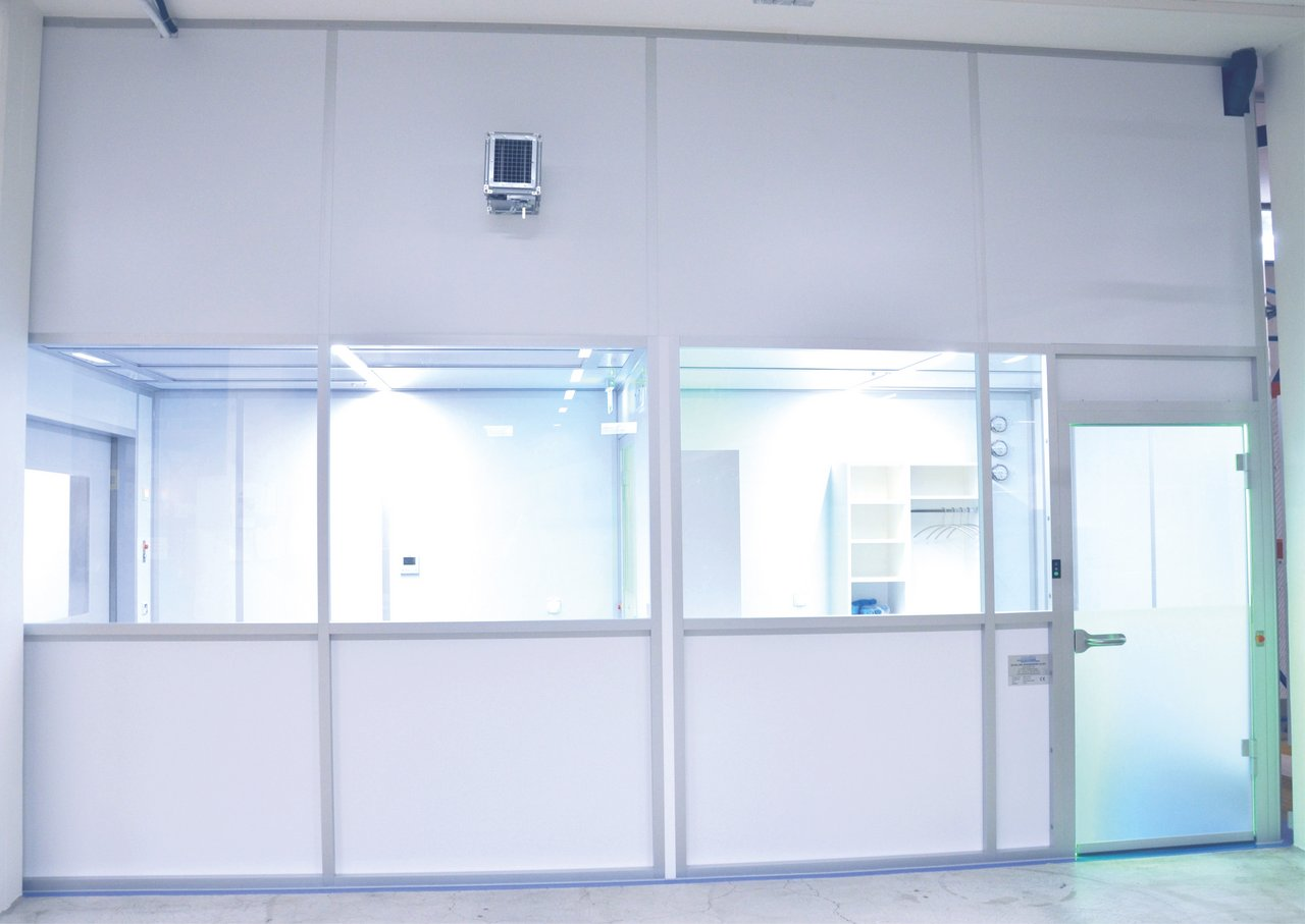 Cleanroom sampling booth for cosmetics, GMP D