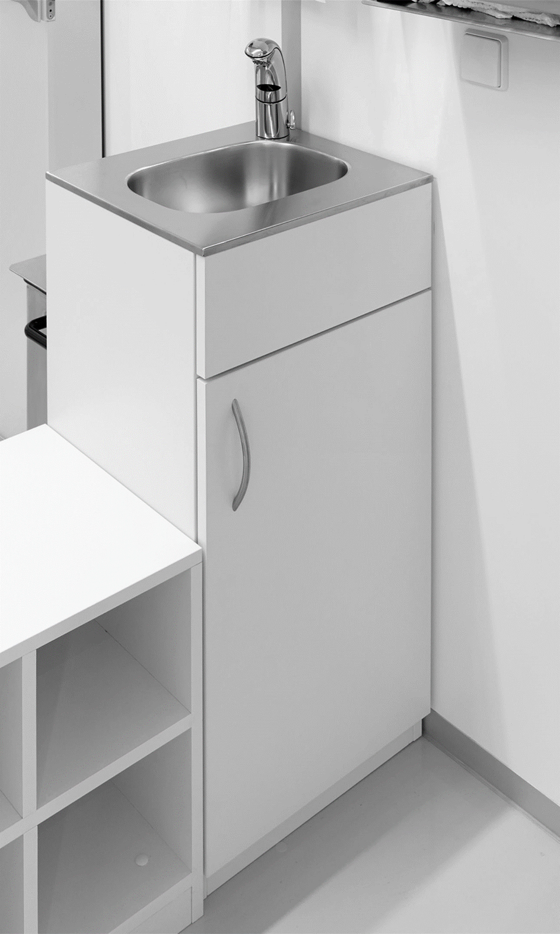 Cleanroom washbasin made of stainless steel, body made of melamine